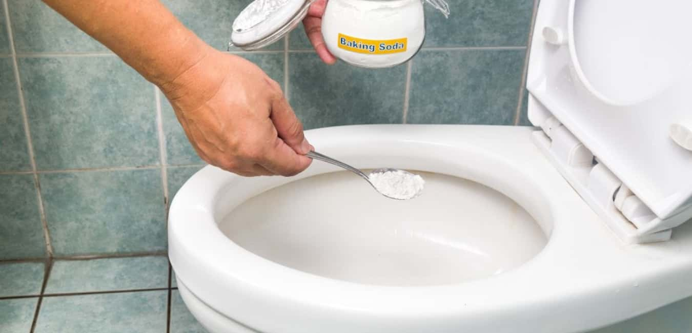 How to Unblock a Toilet with Baking Soda